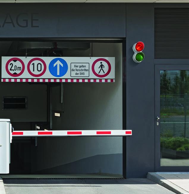 blinklampe ved indkørsels til parkeringshus